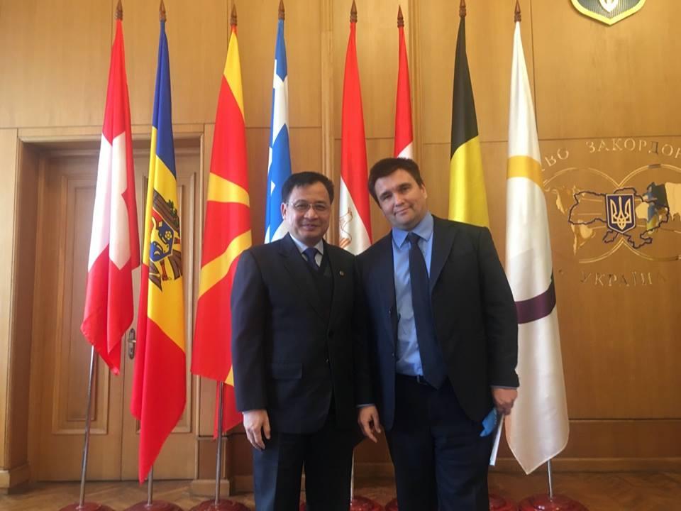 Đại sứ Nguyễn Anh Tuấn chào Ngoại trưởng Ukraina Pavlo Klimkin và thăm gia đoàn Đại sứ Francophonie làm việc tại Bộ Ngoại giao Ukraina