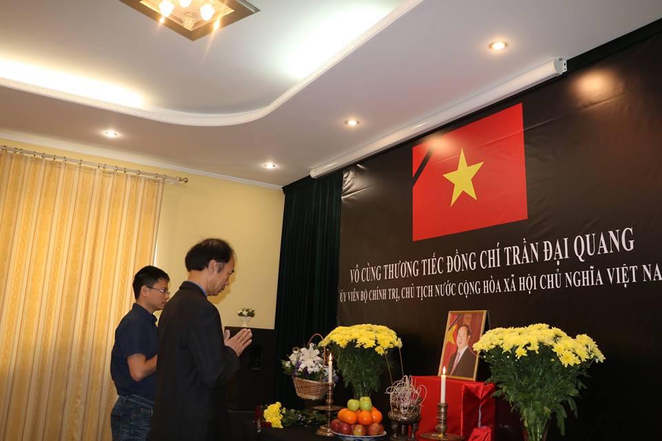 Đại sứ quán Việt Nam tại Ukraina tổ chức Lễ viếng Chủ tịch nước Trần Đại Quang