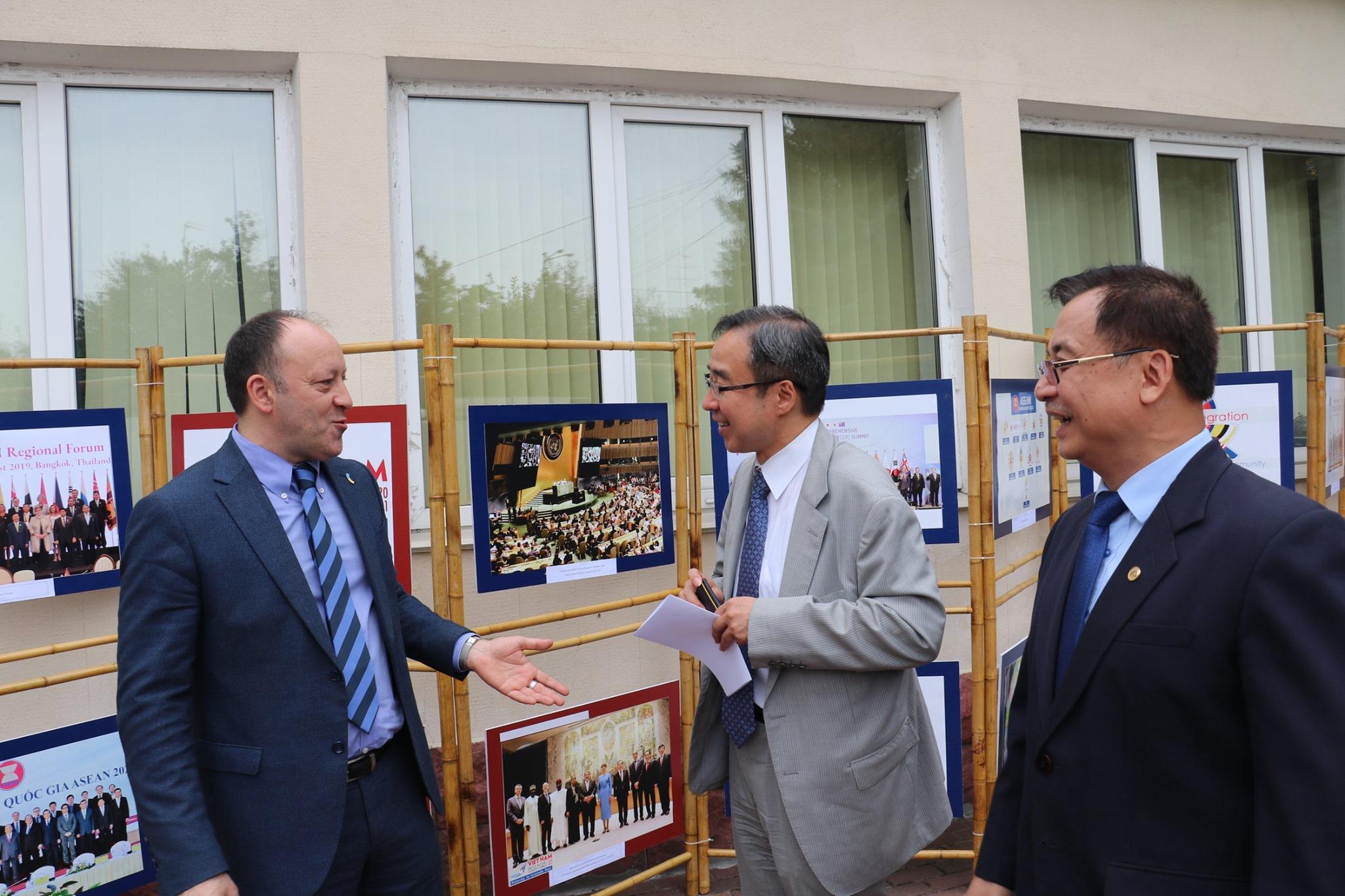 Đại sứ quán Việt Nam tại Ucraina tổ chức Lễ thượng cờ ASEAN nhân kỷ niệm 52 năm ngày thành lập