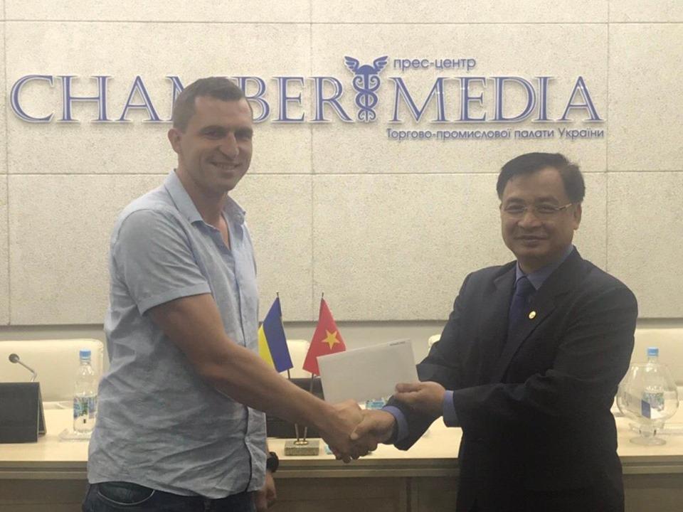 Đại sứ Nguyễn Anh Tuấn gặp và làm việc với Chủ tịch Phòng Công nghiệp và Thương mại Ukraina và dự Diễn đàn doanh nghiệp và du lịch Việt Nam-Ukraina 2019