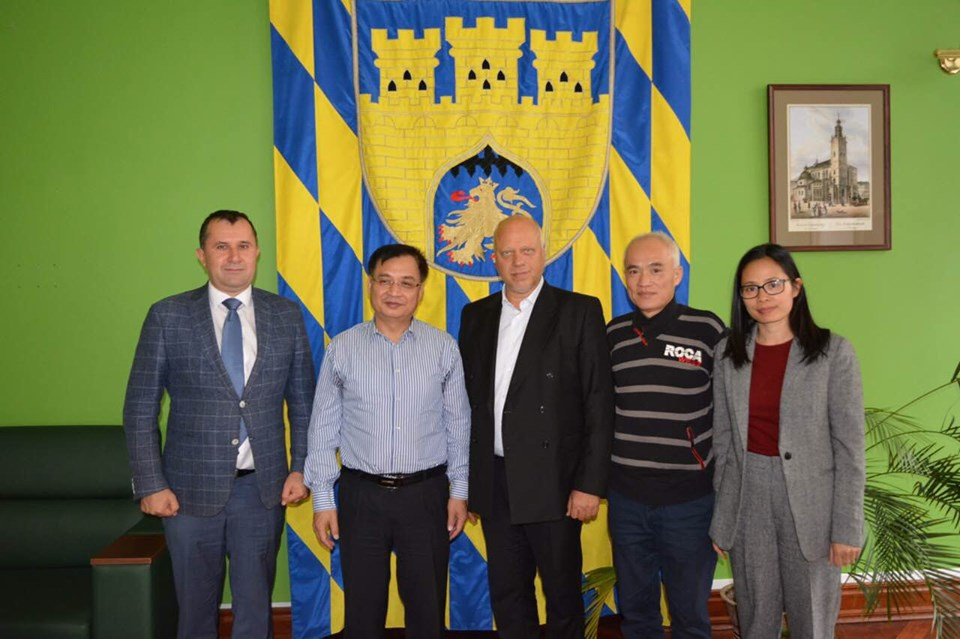 Đại sứ quán thăm và làm việc tại Lviv