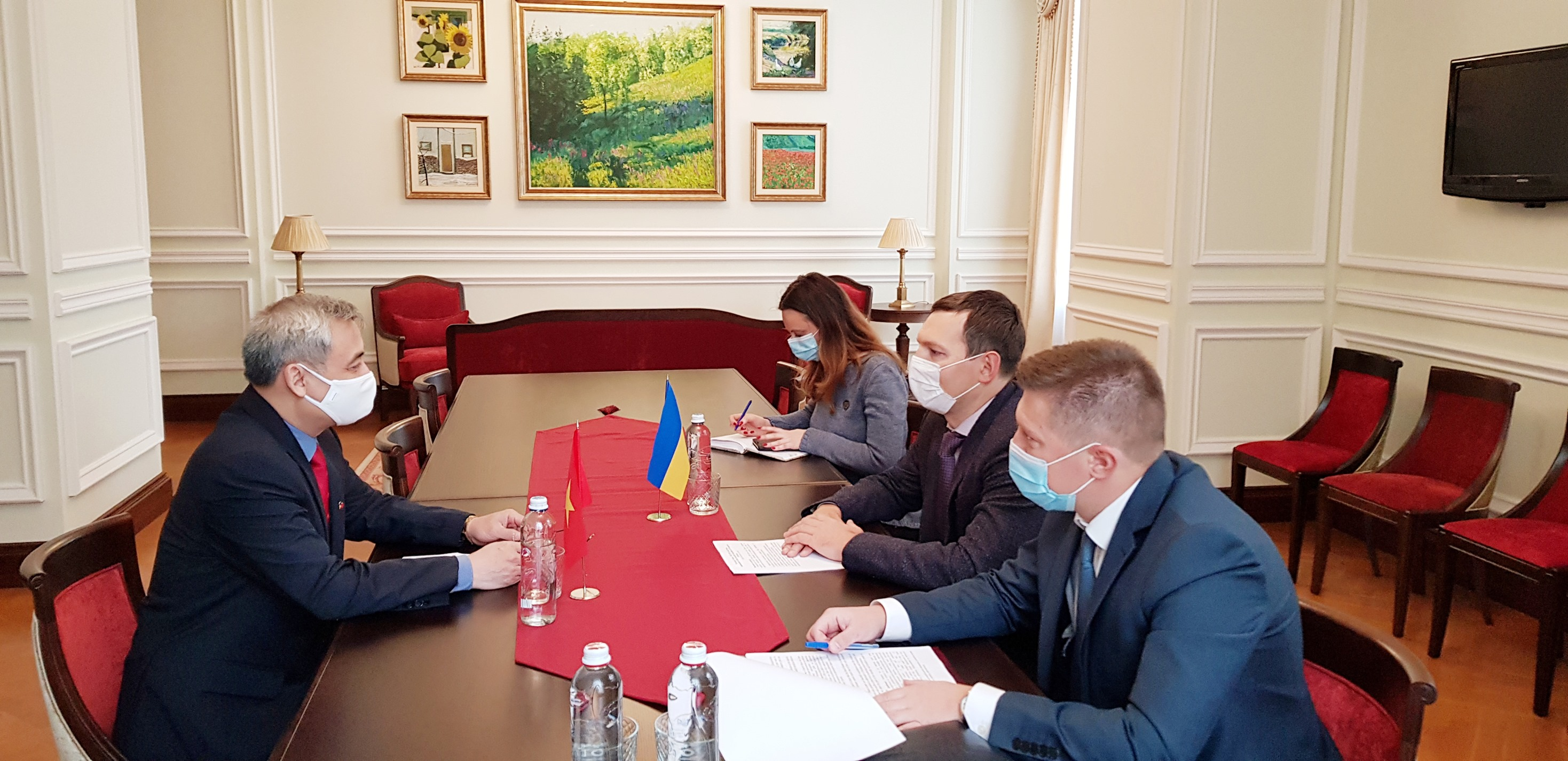 Đại sứ Nguyễn Anh Tuấn chào từ biệt Bộ Ngoại giao Ucraina