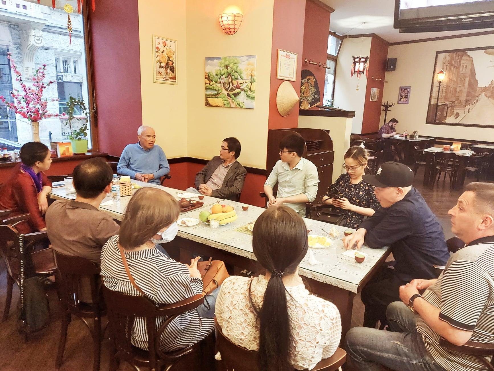Đại sứ Nguyễn Hồng Thạch thăm làm việc tại Lviv
